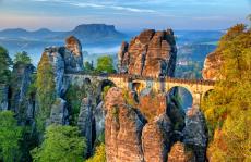 Flusskreuzfahrt Böhmen-Route beginnt in der Elbflorenz Dresden, Sachsens Landeshauptstdt und führt durch das Elbsandsteingebirge der Sächsischen Schweiz und der Böhmischen Schweiz zur Goldenen Stadt Prag in Tschechien an der Moldau